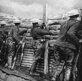 Combatentes em uma trincheira