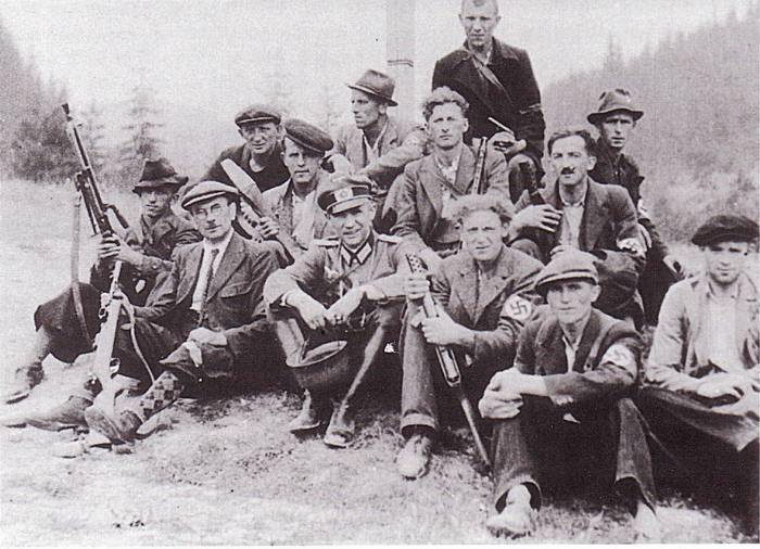 Hans-Albrecht Herzner (de pé na foto) e sua apressada equipe de combate